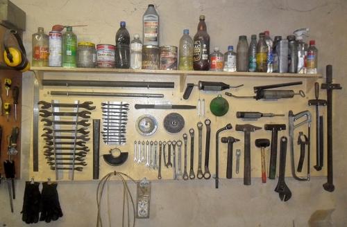 Как сделать полки для инструмента в гараже